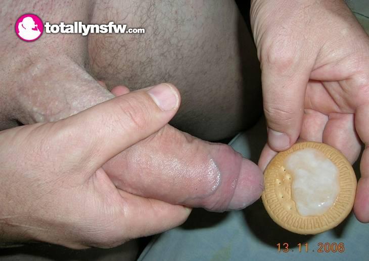 image Le meto el dedo y le paso la lengua