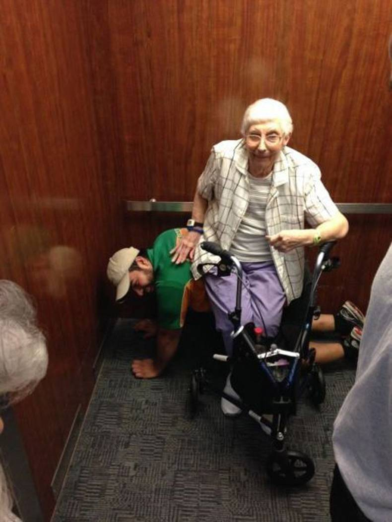 Фото старых бабушек которые дают 1 фотография